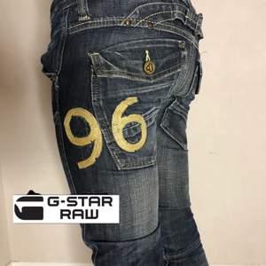 G-star '96' från 2008 💥 Jeansmått: 24/32 midja: 79cm innerbenslängd 80cm 💗