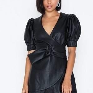 Flirty PU dress från Nelly i storlek 34, säljer då jag inte använder den längre. Köparen står för frakt och betalning via swish! 🐙