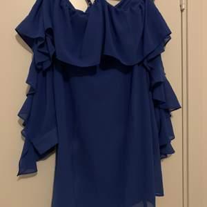 Oanvänd klänning från Na-kd. Storlek: XS