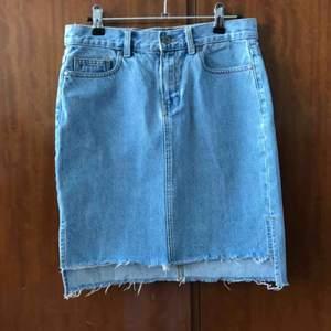 Kjol från Dr denim i snyggt jeanstyg. ✨💗 (Köpt för 400 kr)