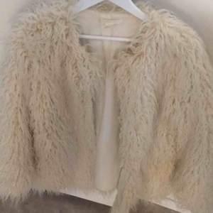 Pälsjacka från H&M  Storlek M  I väldigt bra skick