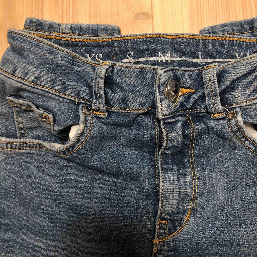 Snygga blå jeans ifrån bik bok!. Jeans & Byxor.
