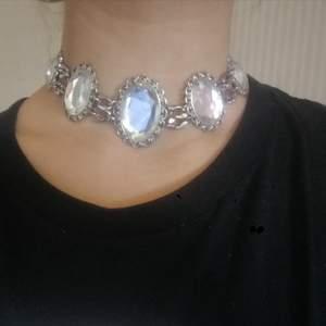 Halsband jag har gjort själv. Eventuell frakt tillkommer