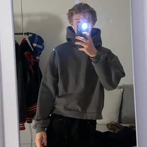 Extremt skön och snygg boxy hoodie från olive clothing Nypris: 1000