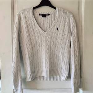 Ralph Lauren tröja, använd men fins skick. Den är i storlek M men det känns som mer XS/S. Så den är liten i storlek