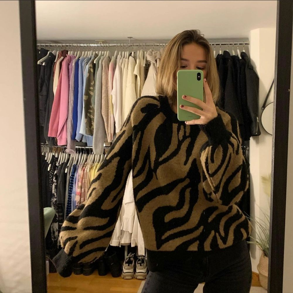 Super fint stickad tröja knappt använd och härligt material!✨💕 Köpare står för frakt men kan också mötas upp i Linköping ✨. Stickat.