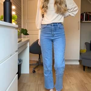 Snygga mom jeans från NAKD!