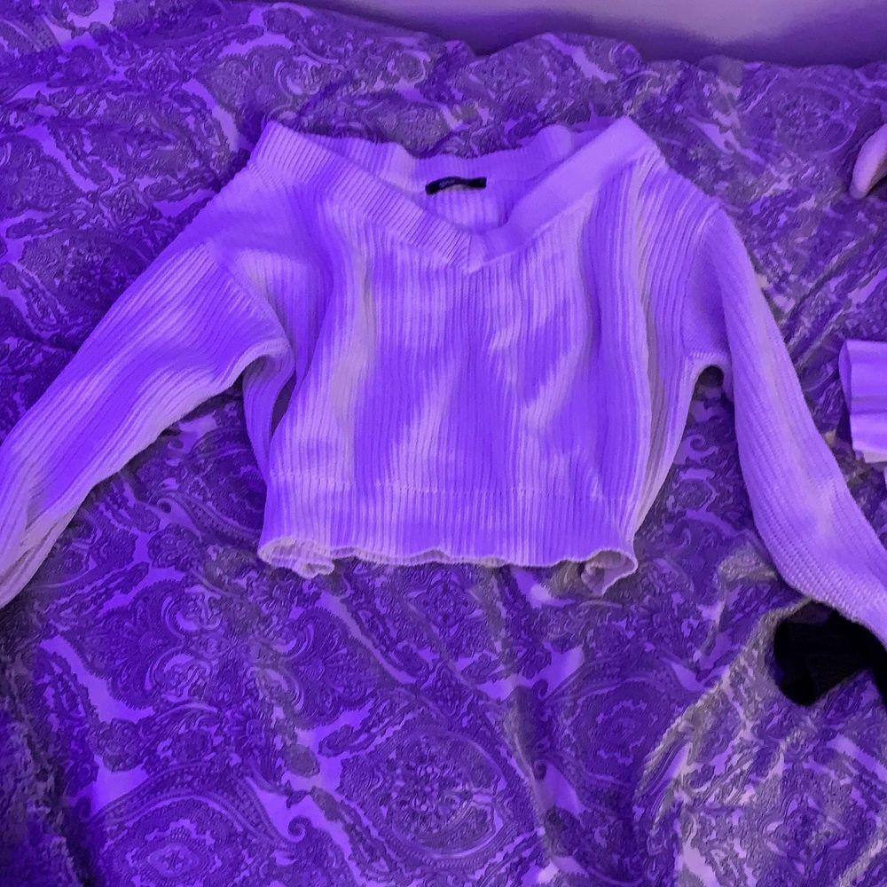 Jätte fin tröja från Gina vit, använder ej längre. Stl s och är i super bra skick! Nypris 300 mitt pris 100 + frakt . Tröjor & Koftor.