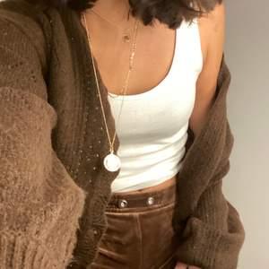 Jätte sköna mjukis byxor som knappt är använda dem är bruna och jääätte mjuka