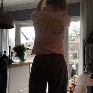 En rosa t-shirt från aqua limone i storlek Xs