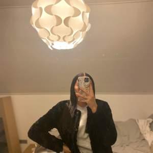 Säljer min fina jacka från Vero Moda i storlek XS