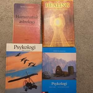 Samma som på alla andra annonser med böcker så säljer jag dessa med som mestadels handlar om lärdom och skol skit! Hör av er om frågor annars står det som ni vill vet app internet under respektive boks namn
