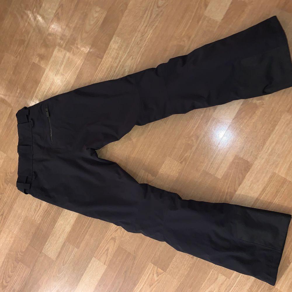 Dam strl xs, (Nyskick!). Pris kan diskuteras. Fin täckbyxa med en snygg tajt passform. Nypris 3500 kr. Jeans & Byxor.