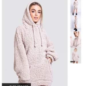 Fluffig hoodie eprfekt till vintern. Sitter som en klänning! Nypris 500kr