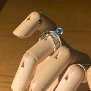 Ringar med blå sten M-S gjorda i smyckestråd, 11kr frakt