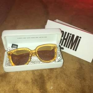 Helt nya, helt oanvända solglasögon från Chimi eyewear. Originalpris 999:-