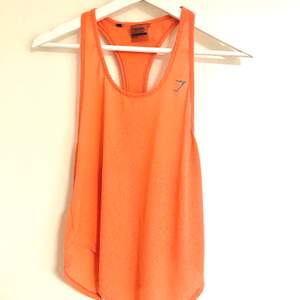 Ett oranget linne från Gymshark