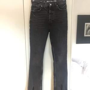 Svart/grå jeans storlek S, längd 31'. Knappt använda