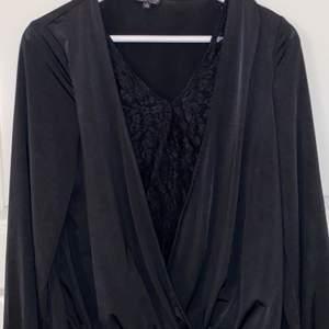 En superfin svart blus i fint skick