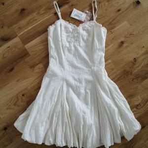 Oanvänd 100% bomullsklänning från märket Josefssons Josefine, tagg finns på klänningen. Köpare står för frakten ❤️