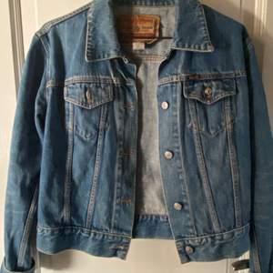 Jeans jacka från diesel, storlek M men mer som S tror jag🤩