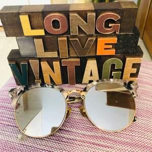 Eye wear sunglass nice color, i bought in Korea. For only 150kr only for free frakt!!! 👓👗🎀🥰