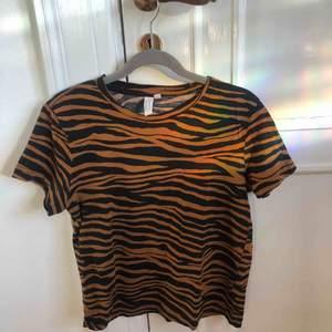 T shirt frpn &Other stories