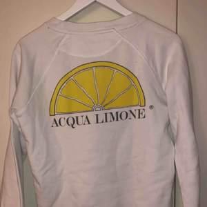 Acqua Limone tröja, storlek XS. Använd 1 gång, som helt ny. Köpt för 900kr, säljs för 400kr