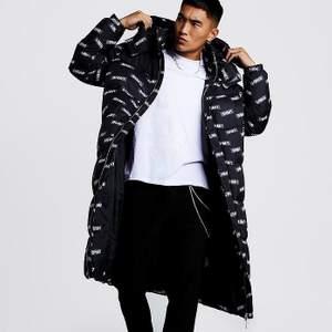 Säljer mina långa varma jacka. Minns att totalbeloppet blev runt 900kr inkl frakt. Använd Max 10 gånger förra vintern. Säljer för 500