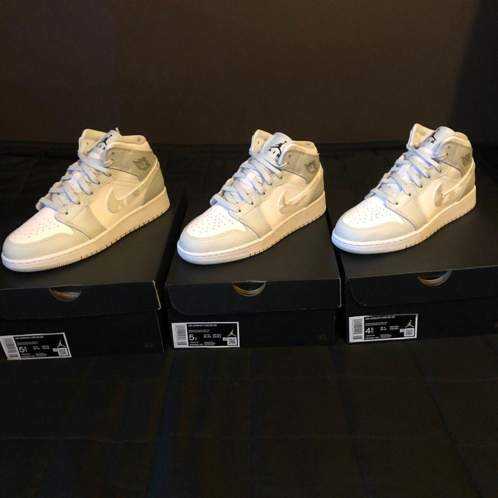 Säljer tre par Jordan 1 Mid Grey Camo i storlekarna 38, 37.5 och 36.5. Samtliga par är helt nya och köpta från Footlocker. 2000kr styck.(STORLEK 38 & 37.5 SÅLDA). Skor.