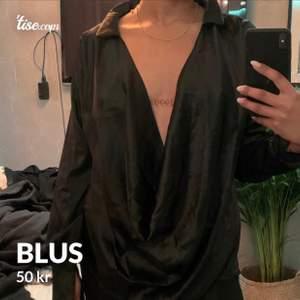 Säljer en blus från PLT i strl UK8 (36)