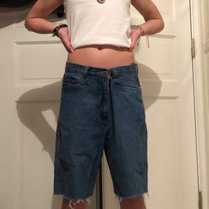Avklippta jeans till asss coola jeans shorts