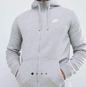 Säljer grå Nike kofta, använder ej längre