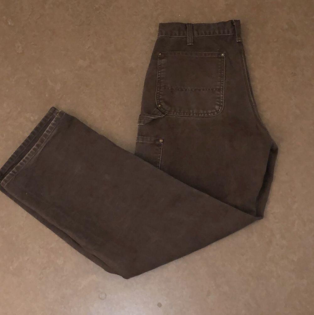 fina carpenter pants från Carhartt.. bred fit, 32/33 på ett ungefär. Jeans & Byxor.