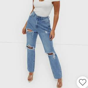 Dom perfekta jeansen!!! Snygga OCH bekväma 🦋🦋Dubbelbeställde så säljer ena paret