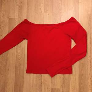 Absolut den finaste tröja, storlek XS, använd få gånger, materialen är jätte skön och hög kvalitet, säljer den för 100kr👄