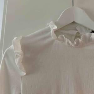 Så himla gullig tröja i storleken xs. Aldrig använd då den är lite för tajt för mig 😢 Kan mötas upp i Uppsala eller frakta, frakt kan diskuteras💕