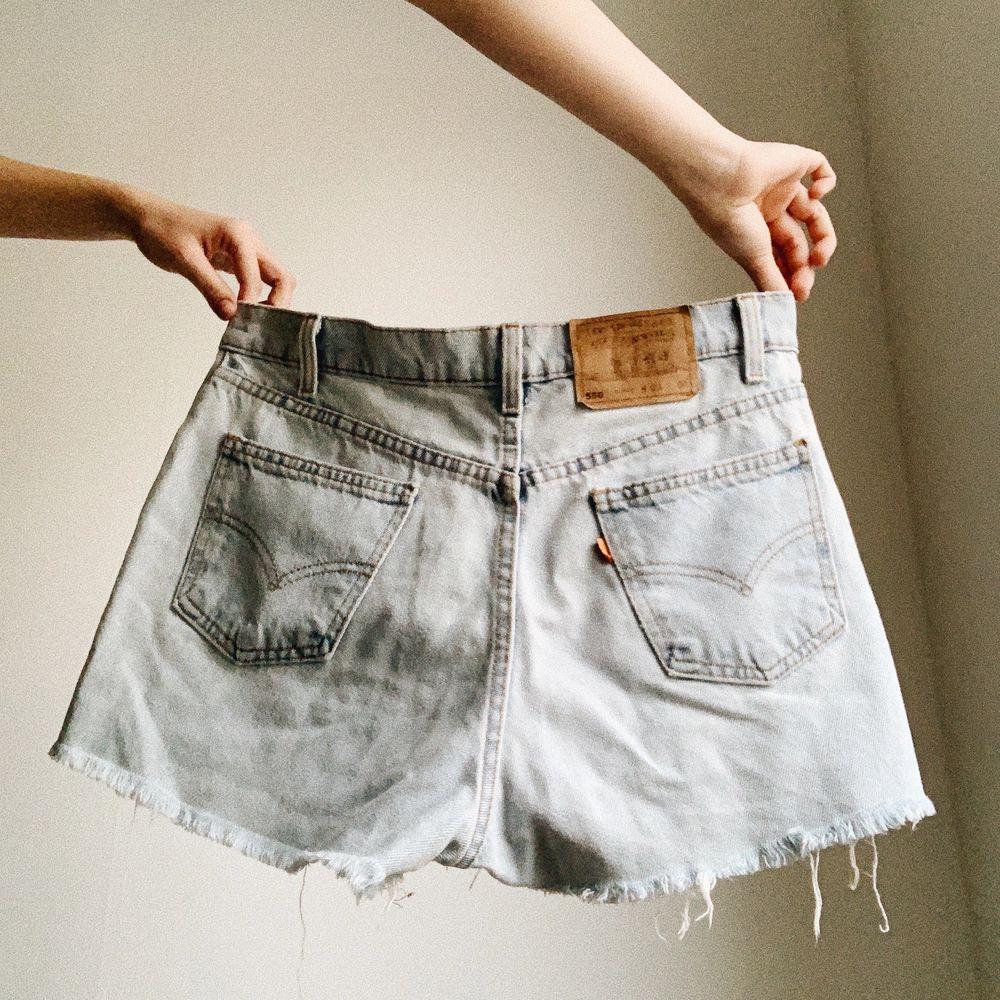 Snygga shorts sparsamt använda från Levi's. Frakt inräknat i priset 🌻 . Shorts.