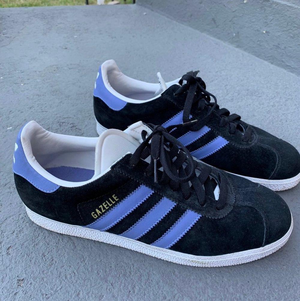 Sköna par skor som inte kommer tlll användning längre strl 43 köpta för 1199 i shanghai. Skor.