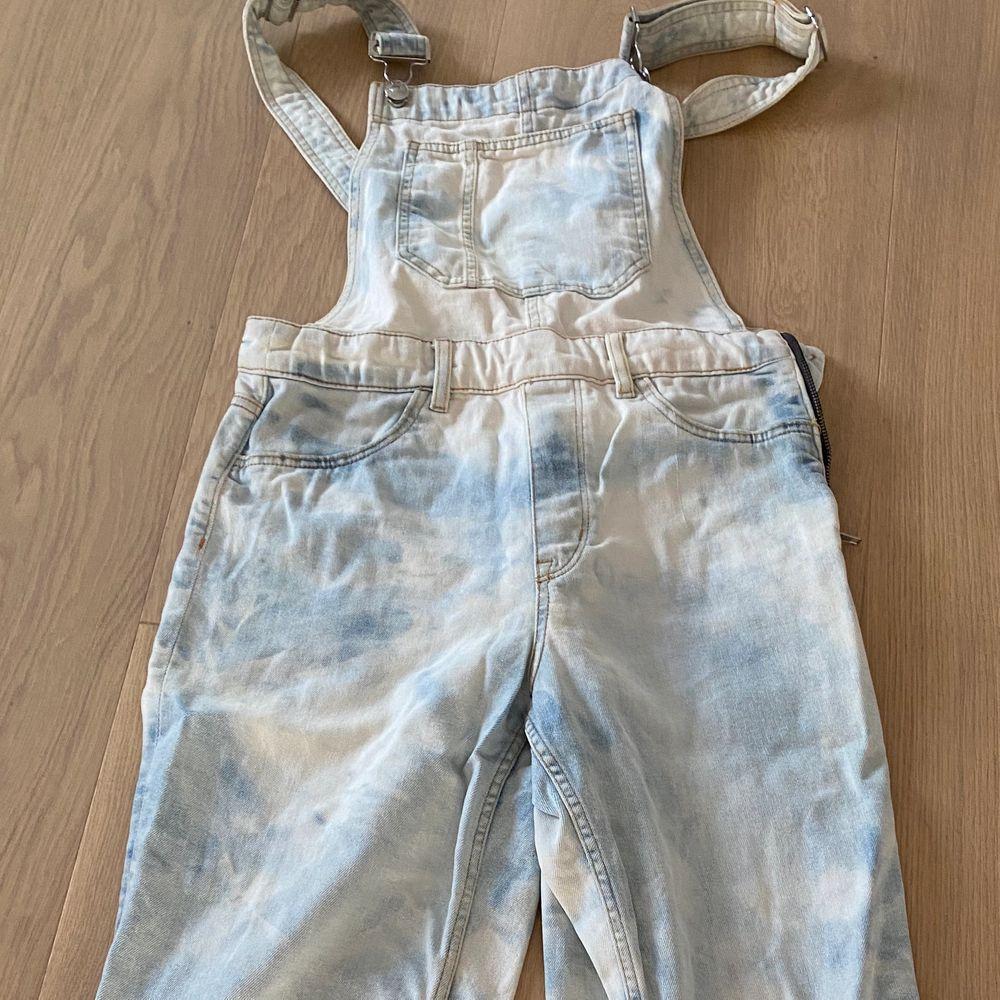 Helt nya och blekta i klorin. Jeans & Byxor.