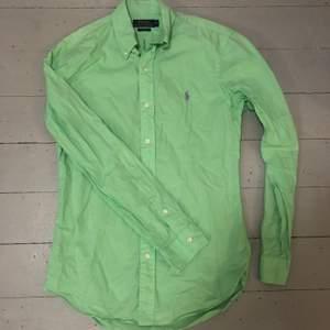 Ralph Lauren skjorta i mycket bra skick. Köparen står för frakten.