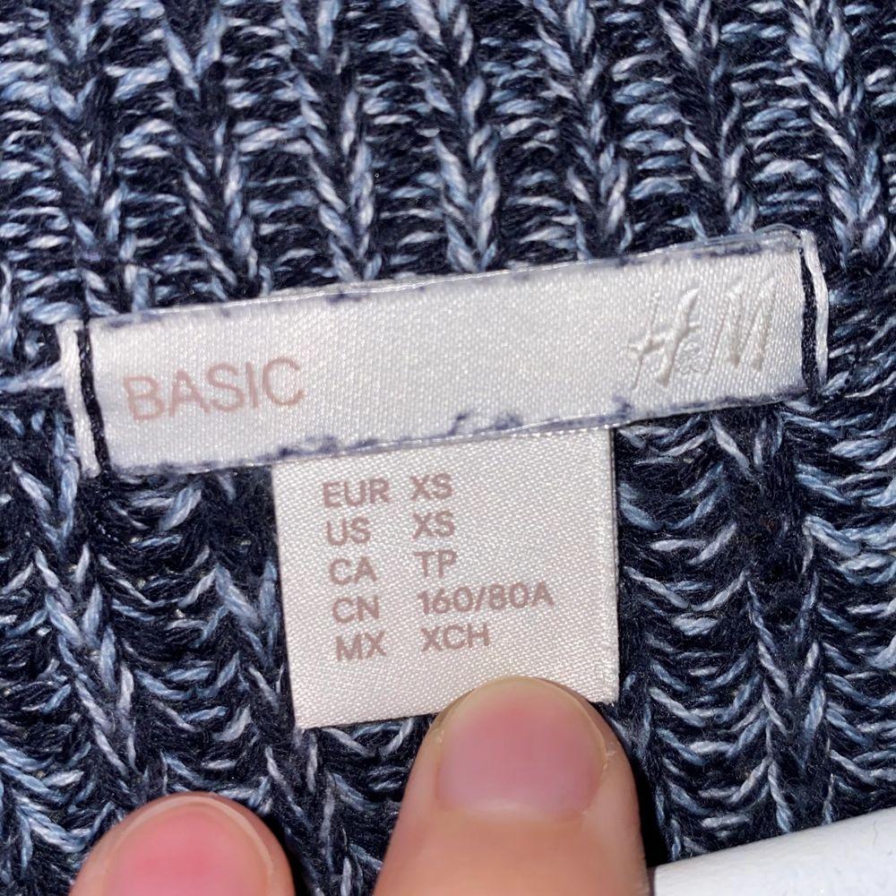 Plagget sitter som en smäck på en XS, något tightare på en S. Använd endast 1 gång, sedan tvättad. Frakt tillkommer!. Stickat.