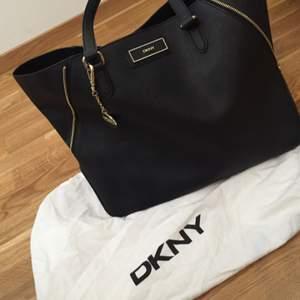Äkta Dkny väska