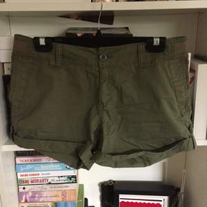 Cargo shorts från Gina Tricot i strl 36. Normala i storleken. Gott skick!