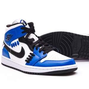 Säljer ett par helt nya Air jordan 1 Sisterhood i storleken 40,5! Kvitto finns självklart till skorna!