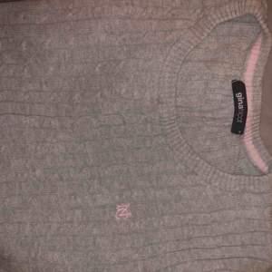"""Stretchig mjuk """"flätad"""" tröja från Ginatricot. Knappt använd. Passar Xs-M   möts upp och fraktar! (Tillkommer)🥰"""