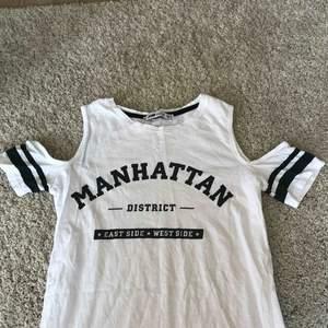 Klänning från NewYorker, t-shirtärmar utan axlar. Köpare står för frakt.