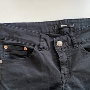 Svarta jeans. Bra skick! Köparen står för frakt.
