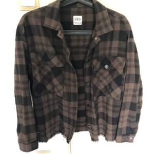 Tunnare jacka, går nog att använda som skjorta också. Använd 1 gång