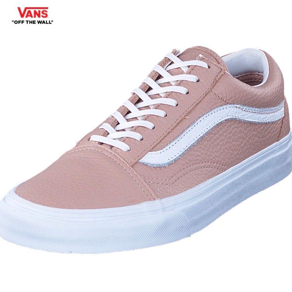 Vans old school i läder, färgen mahogany rose  Storlek: 38 Nypris: 897kr (köpta på footway) Skick: använda max 2ggr som nya. Skor.
